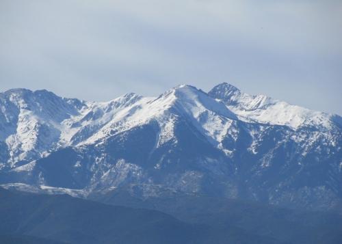 Canigou depuis ForçaReal hiver 2011.jpg