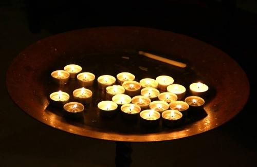 V Chapelle bougies.jpg